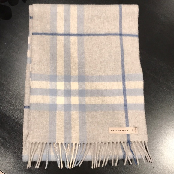 Burberry Accessories - Burberry Classic Scarf